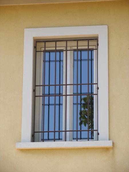 Bologna inferriate per finestre apribili o fisse for Finestre apertura alla francese